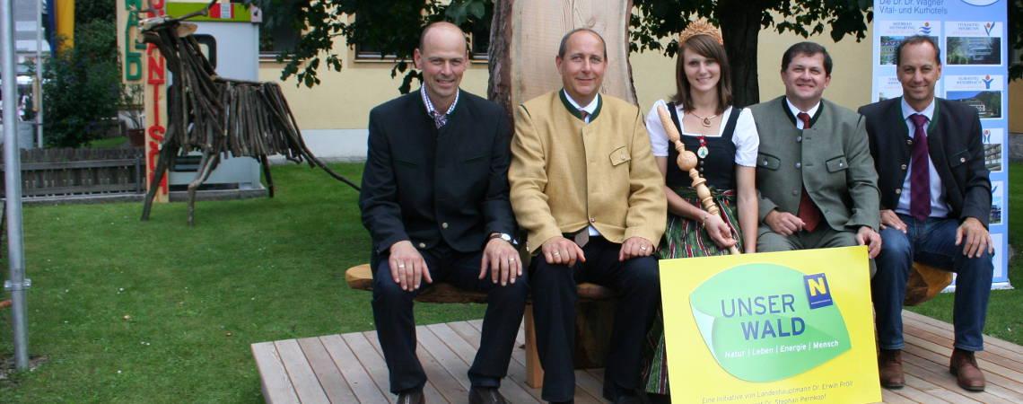 Bgm. Hagen mit Waldkönigin Viktoria und Ehrengästen